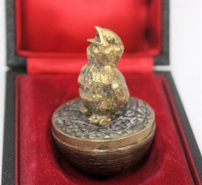 Lot 23 - STUART DEVLIN for Andrew Grima - a novelty silver gilt surprise egg