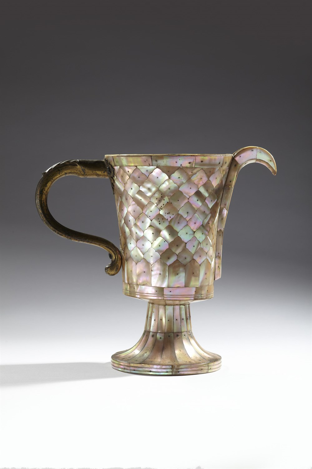 515 - MUGHAL, GUJARAT, MOTHER-OF-PEARL EWER