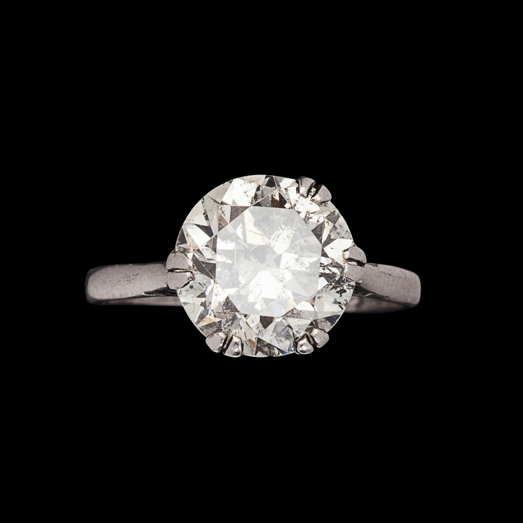 Lot 121-An early 20th century platinum mounted diamond single-stone ring