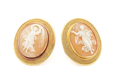 Lot 112 - A pair of mid 19th century gold mounted cameo cufflinks