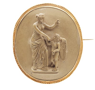 Lot 81 - An early 19th century oval gold mounted lava cameo brooch