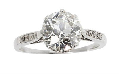 Lot 109 - A diamond solitaire ring