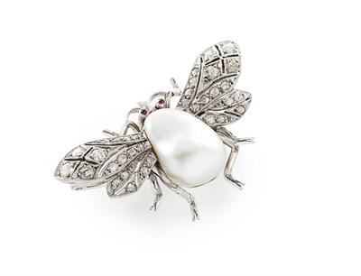 Lot 189 - A pearl and diamond set brooch