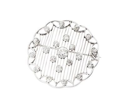 Lot 188 - A Belle Epoque diamond set brooch