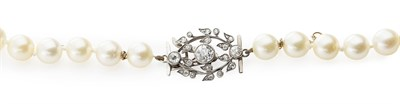 Lot 190 - A single strand cultured pearl necklace