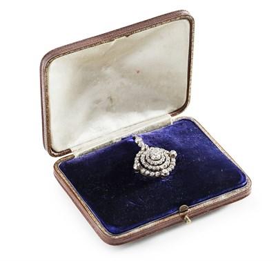 Lot 187 - An Edwardian diamond set brooch/pendant