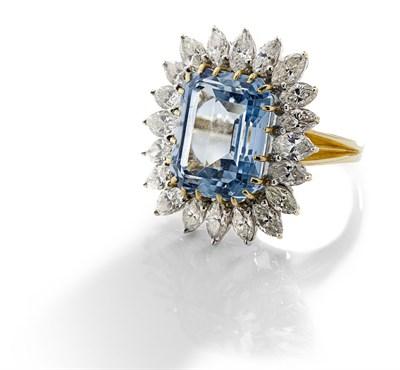 Lot 92 - An aquamarine and diamond set cocktail ring