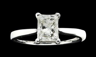 Lot 100 - A single stone diamond ring