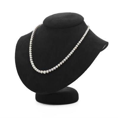 Lot 87 - A contemporary diamond set necklace