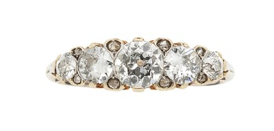 Lot 132 - A five stone diamond ring