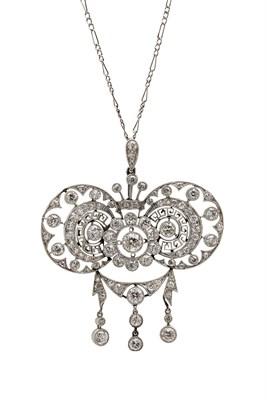 Lot 133 - A Belle Epoque diamond set pendant