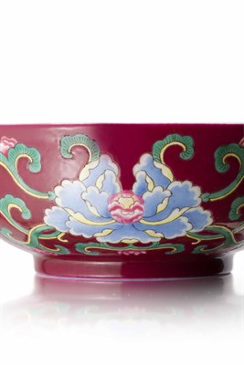 Lot 866 - FINE AND RARE RUBY-GROUND FAMILLE-ROSE 'PEONY' BOWL
