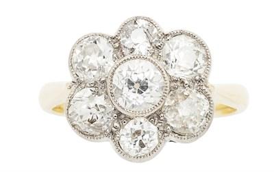 Lot 138 - A diamond set cluster ring