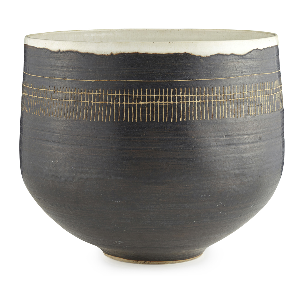 Lot 447 - LUCIE RIE (1902-1995)