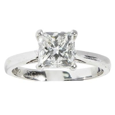Lot 83 - A single stone diamond ring