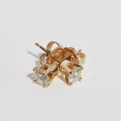Lot 91 - A pair of diamond stud earrings