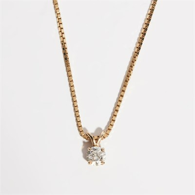 Lot 92 - A diamond set pendant necklace