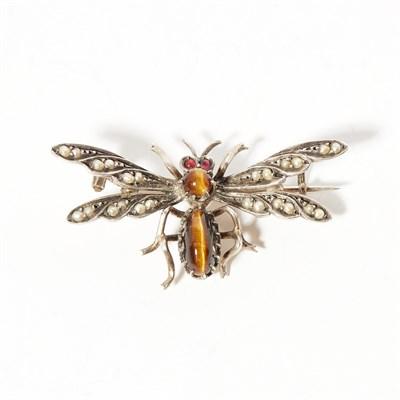Lot 8 - A gem set insect brooch