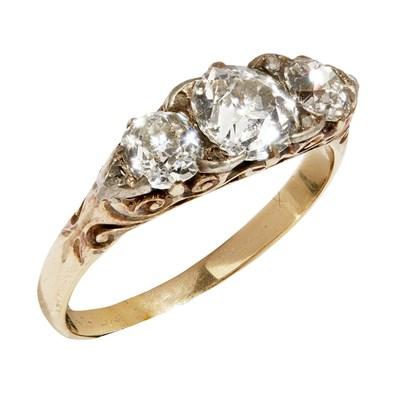 Lot 11 - A Victorian three stone diamond ring