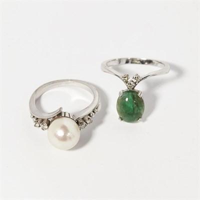 Lot 74 - An emerald and diamond set wishbone ring