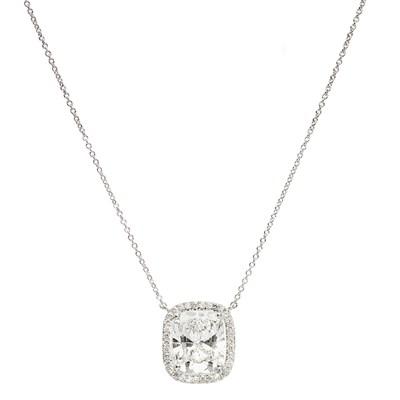 Lot 44 - An impressive diamond solitaire pendant, De Beers