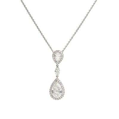Lot 41 - A platinum and diamond set pendant necklace, De Beers