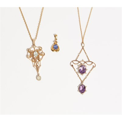 Lot 138 - A collection of three pendant necklaces
