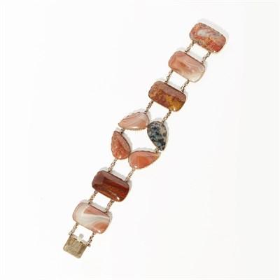 Lot 28 - An agate set bracelet