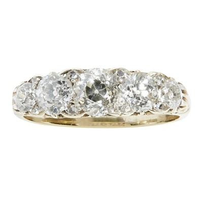 Lot 12 - A Victorian five stone diamond set ring
