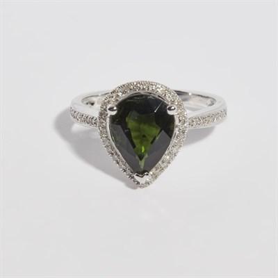 Lot 139 - A tourmaline and diamond set ring