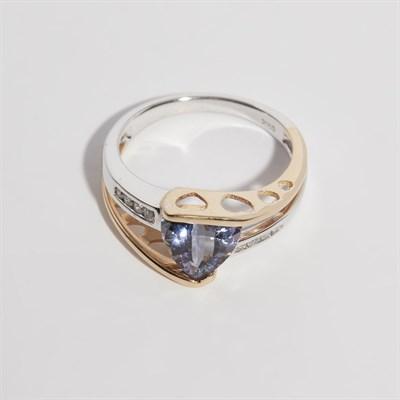 Lot 140 - A Tanzanite and diamond set ring
