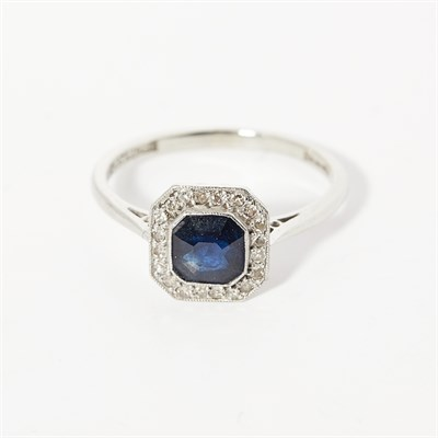 Lot 51 - A sapphire and diamond set cluster ring