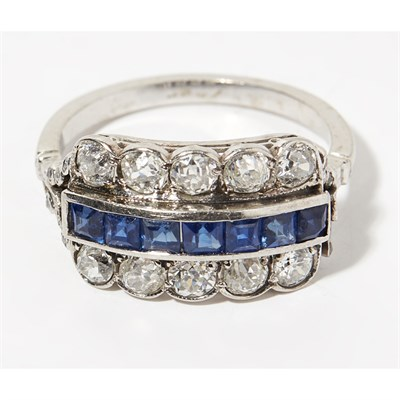 Lot 45 - A sapphire and diamond set ring