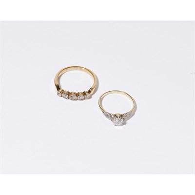 Lot 113 - A single stone diamond set ring