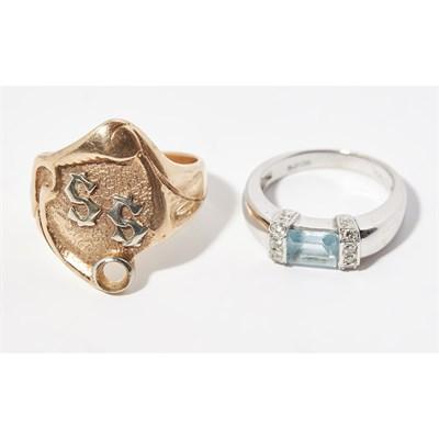 Lot 147 - A contemporary aquamarine and diamond set ring