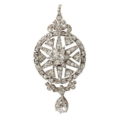 Lot 19 - A Victorian diamond set pendant