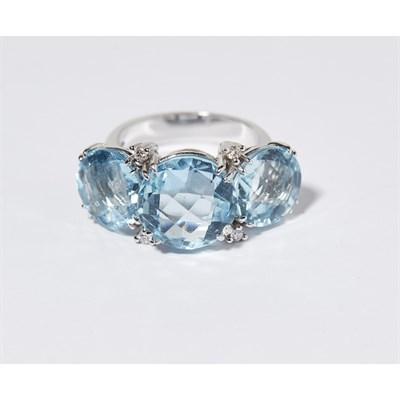 Lot 144 - A large aquamarine and diamond set dress ring