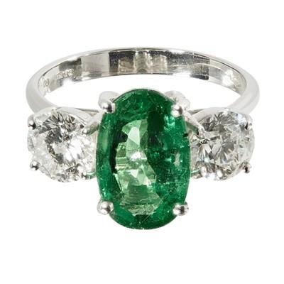Lot 75 - An emerald and diamond set three stone ring
