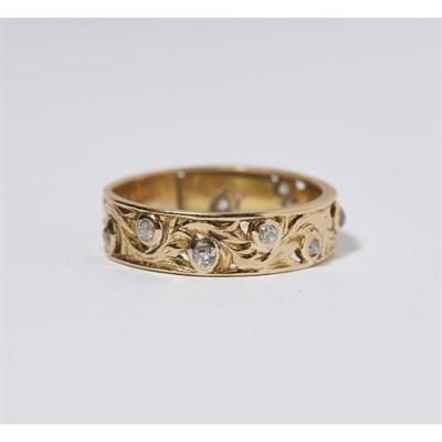 Lot 111 - A modern diamond set ring