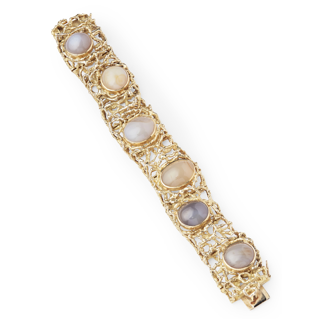 Lot 79 - A 1960s 18ct gold and agate set bracelet