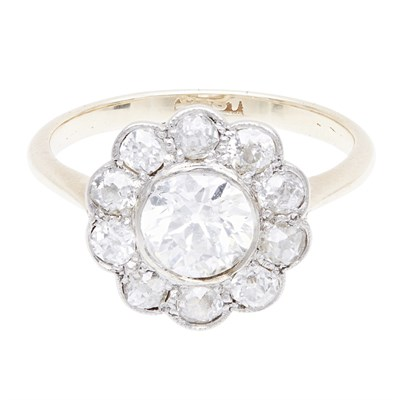 Lot 137 - An early 20th century diamond set cluster ring