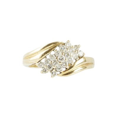 Lot 103 - An 18ct gold diamond set cluster ring
