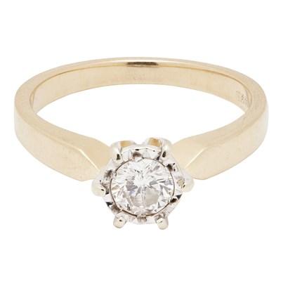Lot 63 - A single stone diamond ring