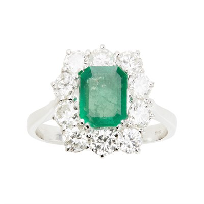 Lot 15 - An emerald and diamond cluster ring