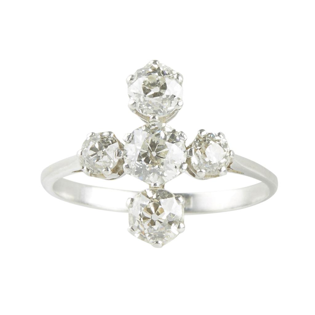 Lot 139 - A five stone diamond ring