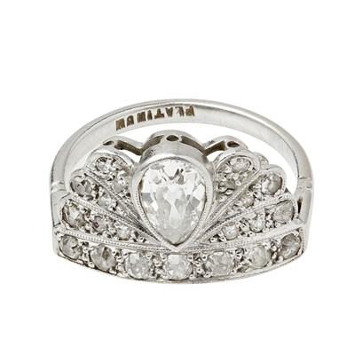 Lot 31 - A 1920s diamond set ring