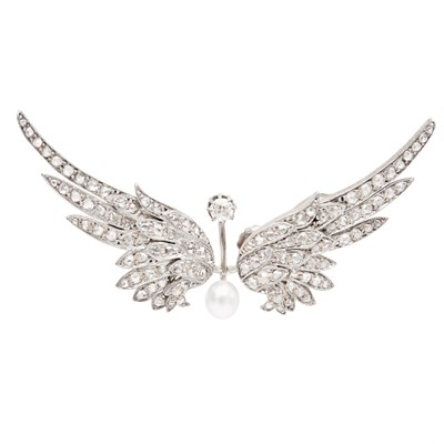 Lot 135 - A French Belle Époque diamond set 'winged' brooch