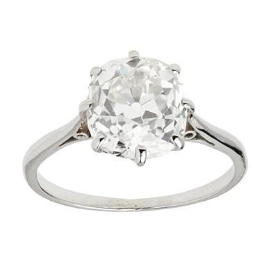 Lot 18 - A single stone ring