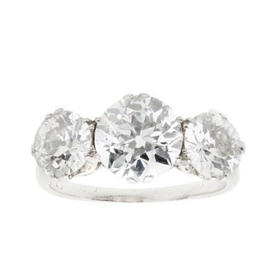 Lot 10 - A three stone diamond set ring