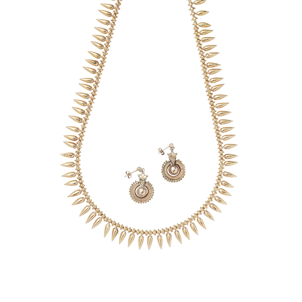 Lot 36 - An Etruscan revival necklace